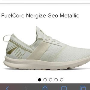 New Balance Fuel Core 8wide
